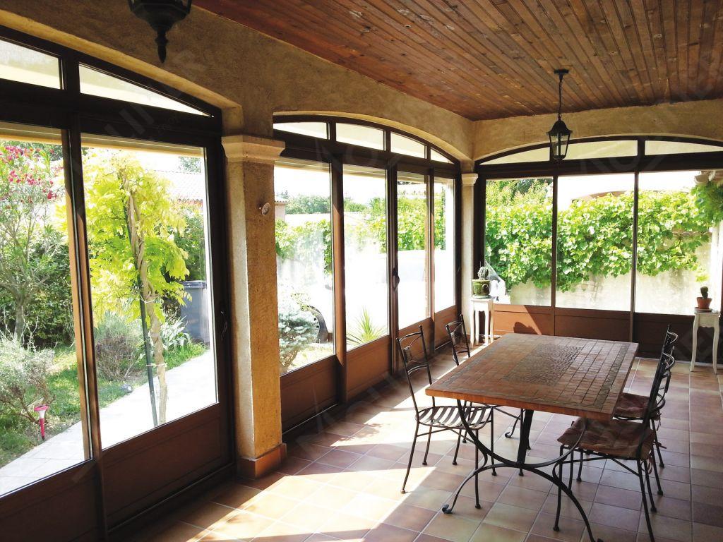 fermer une terrasse couverte good terrasse couverte id es de meubles et d co en photos destin s. Black Bedroom Furniture Sets. Home Design Ideas